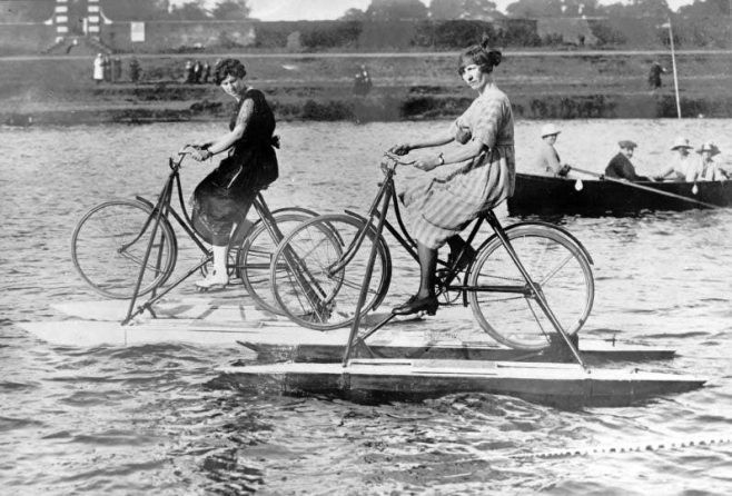 Zetta Hills wins Watercycle Race on the Thames 1920