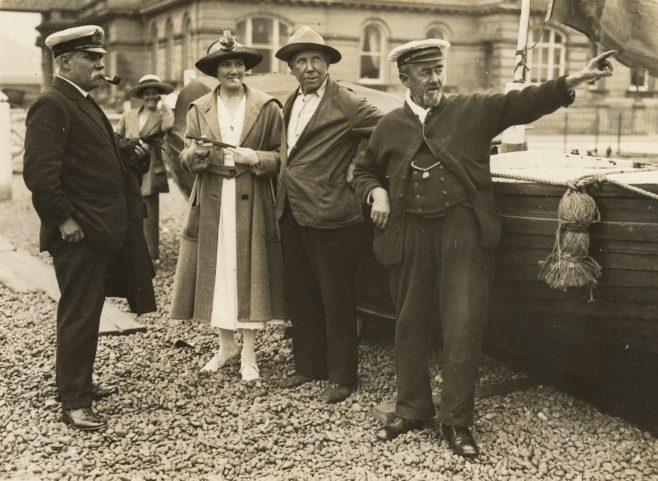 Mrs Hilda Willing and boatmen