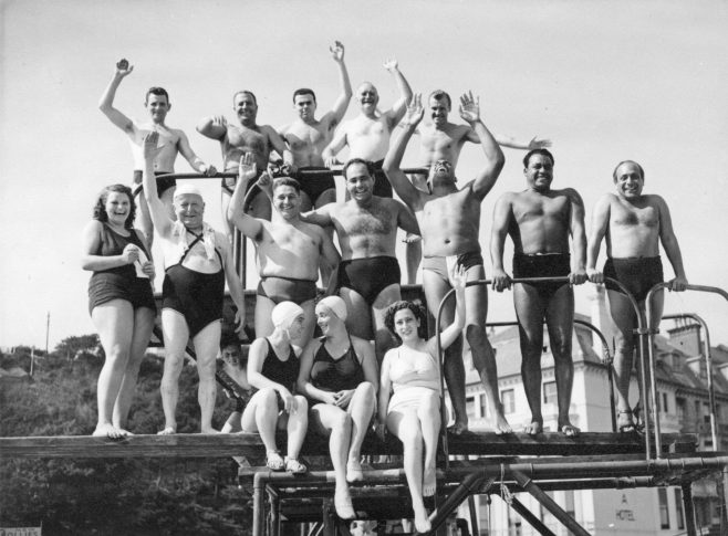 Group photo for the Daily Mail 1950 swim.