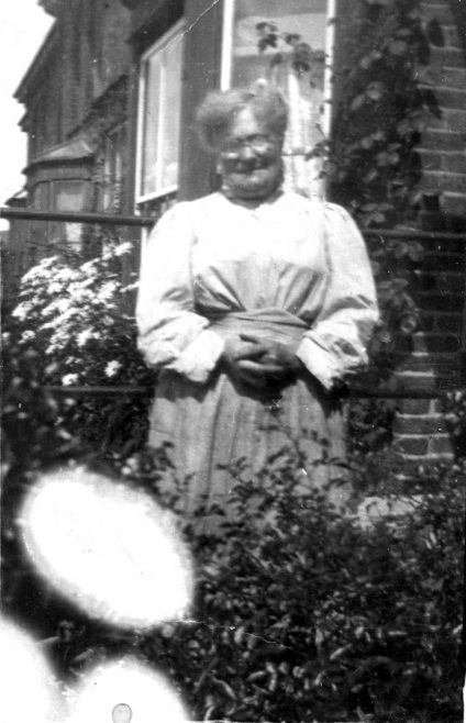 Photograph of a lady (Burwill family) (unidentified)