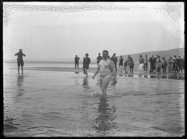 Channel swimmer Henry Sullivan entering the sea.