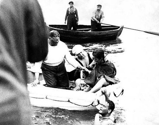 Gertrude Ederle gives up her attempt to swim the English Channel 18/8/1925