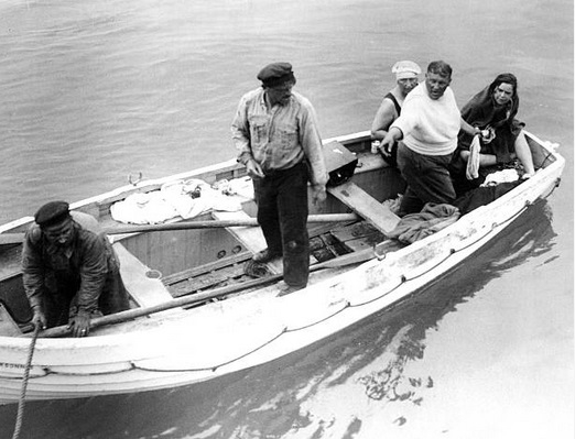 Gertrude Ederle fails to swim channel 18/9/1925